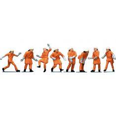 Feuerwehrleute in oranger Uniform