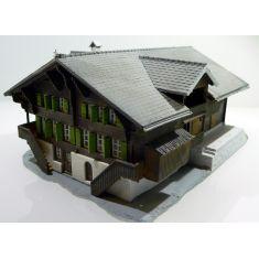 Fertigmodell grosses Wohnhaus Chalet - patiniert handcoloriert