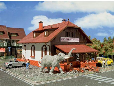 Vollmer 43617 Porzellan-Geschäft mit Elefant und Bruchware