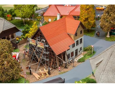 Faller 130533 Grosses Bauernhaus im Umbau H0