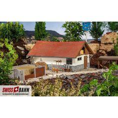 POLA 333160 Klassischer Kuhstall mit Steinfundament