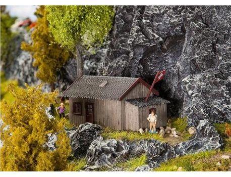 Faller 130292 Schutzhütte. Gealtertes Super Modell